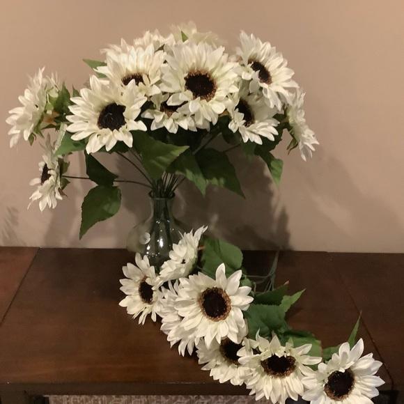NWT Fabric White Sunflower Bunch 🌻